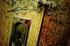 S1-Behind-the-Stall-Door-151-M